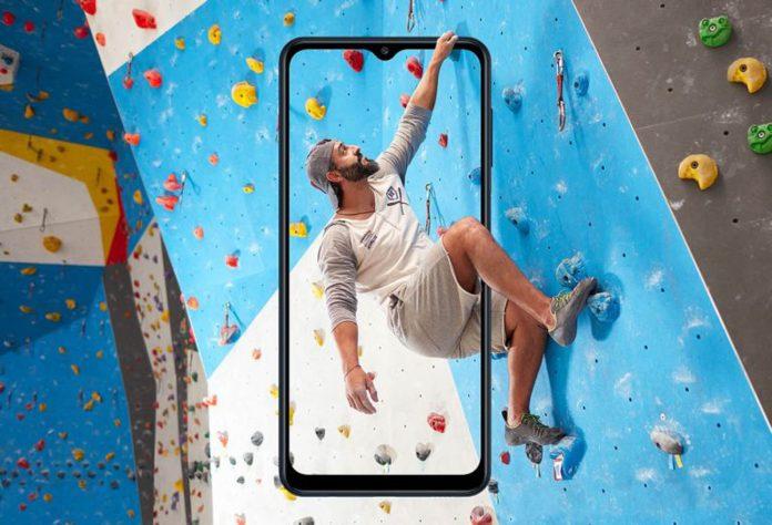 O Galaxy M12, da Samsung, esbanja eficiência