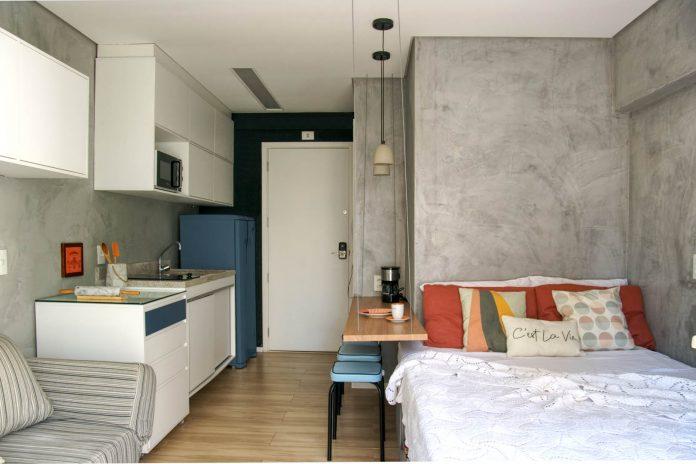 Apartamento de 28m² ganha projeto de decoração charmoso e funcional
